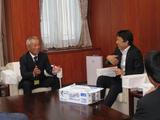 大臣と支部長.JPG